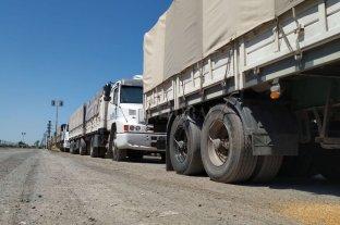 Dirigentes políticos denuncian presiones de Camioneros a empresas del norte  -  -