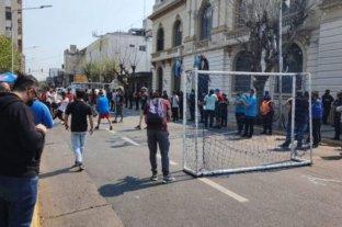 Informan que abrirán 1.000 complejos de fútbol 5 en Buenos Aires aunque no tengan autorización