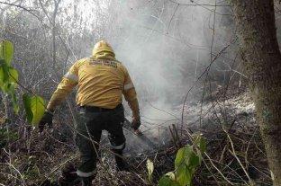Tucumán: combaten focos de incendios en el cerro San Javier