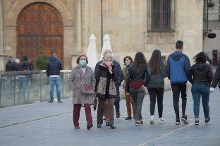 Científicos advierten sobre la propagación de una variante del coronavirus por Europa