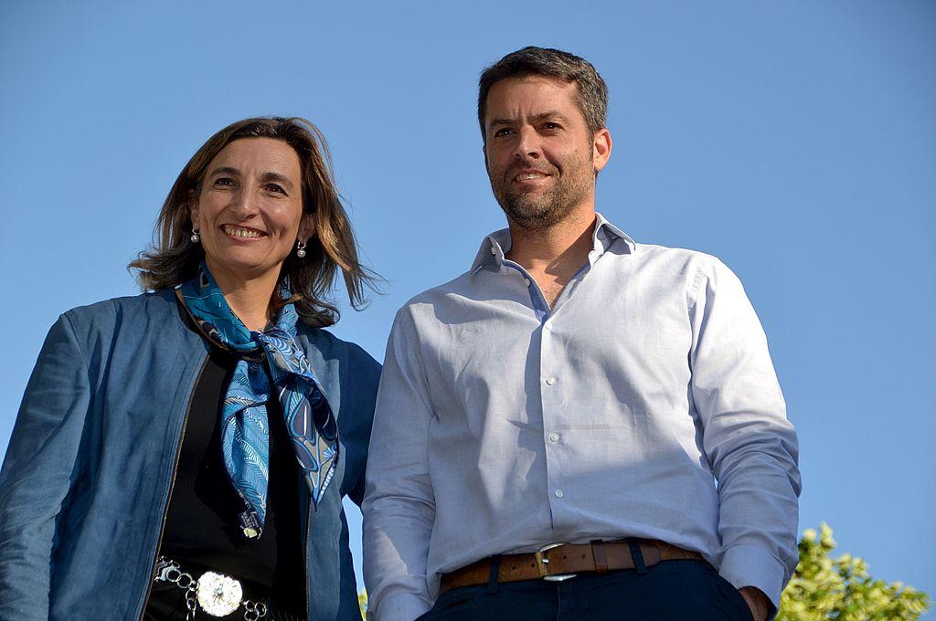 Mercedes Paz junto con Agustín Calleri, presidente de la AAT.  Crédito: Archivo El Litoral