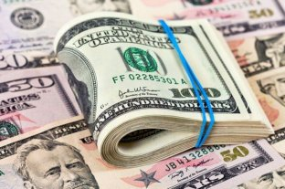 """El dólar """"blue"""" retrocede $ 10 y se vende a $ 180"""