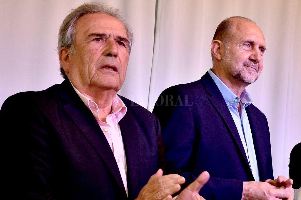Ricardo Olivera, actual presidente del partido, y Omar Perotti, gobernador de la provincia. Crédito: Archivo El Litoral / Guillermo Di Salvatore