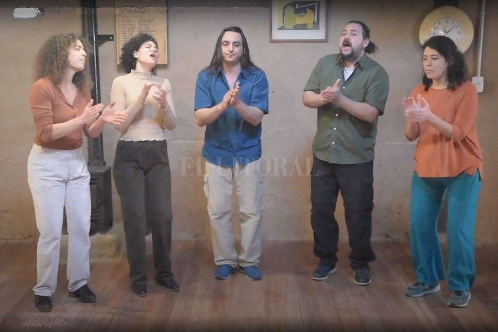 Judith Léonardon, María Florencia Grimoldi, Maximiliano Maglianese, Juan Manuel Perino y Rocío Elizalde (falta en la foto Dianela Fernández). Crédito: Gentileza producción