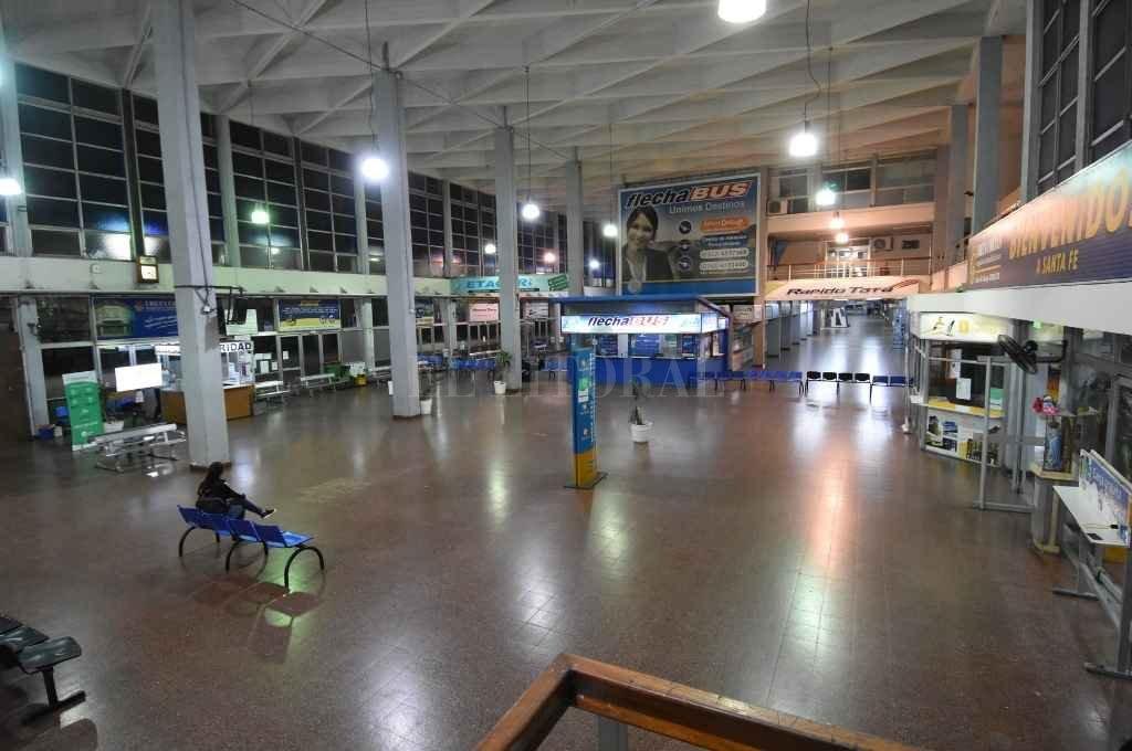 Desolada, esta es la imagen que describe la actualidad de la Terminal de Ómnibus de la ciudad.    Crédito: Manuel Fabatía