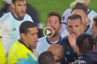 """""""¿Qué te pasa, pelado?"""": la discusión entre Messi y un asistente de Bolivia que se volvió viral"""