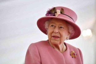 "Reino Unido: Isabel II fue ""brevemente"" internada"
