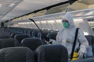 """Según OMS, el riesgo de transmisión de Covid-19 en vuelos es """"muy bajo"""" pero no cero"""