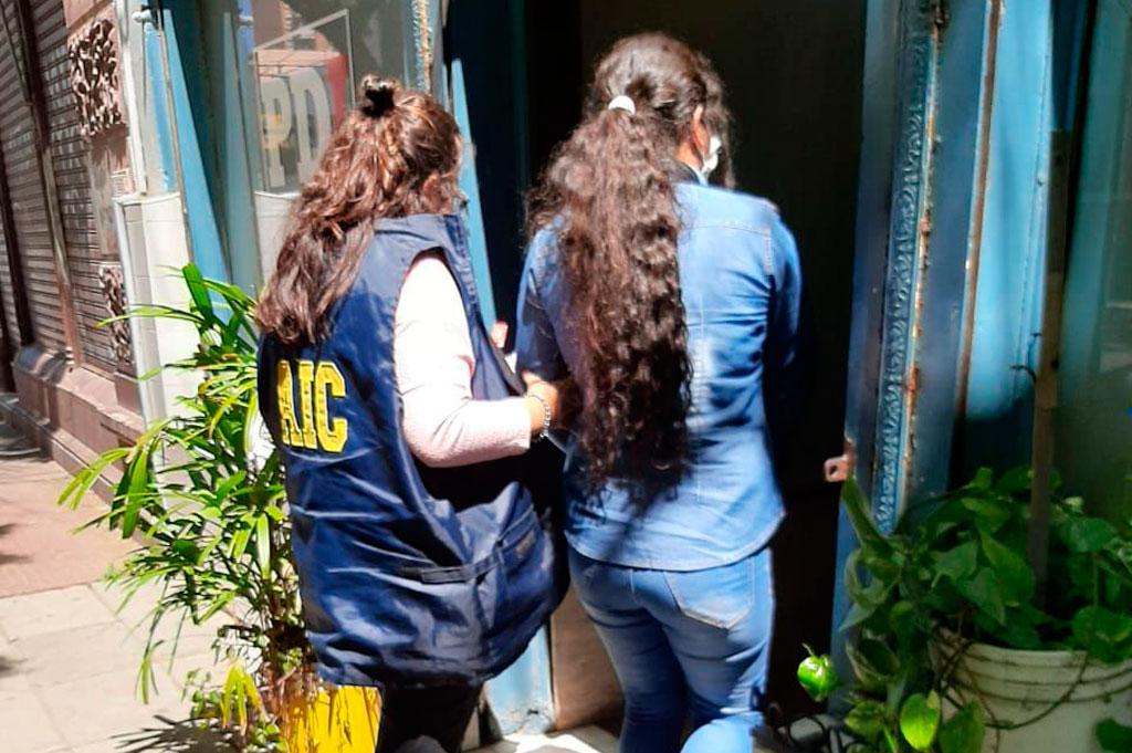 Efectivos de la Agencia de Investigación Criminal detuvieron este martes a la mujer de 38 años, que será imputada en libertad. Crédito: Prensa URI
