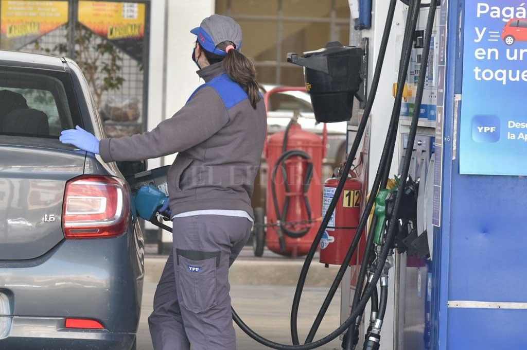 Por tercera vez consecutiva, YPF aumentó los combustibles 3,5% en promedio