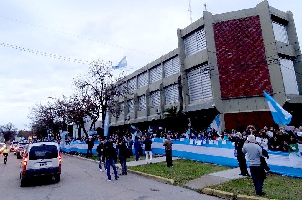 La sede de la empresa, en el marco de las manifestaciones tras la intervención. Crédito: Archivo El Litoral