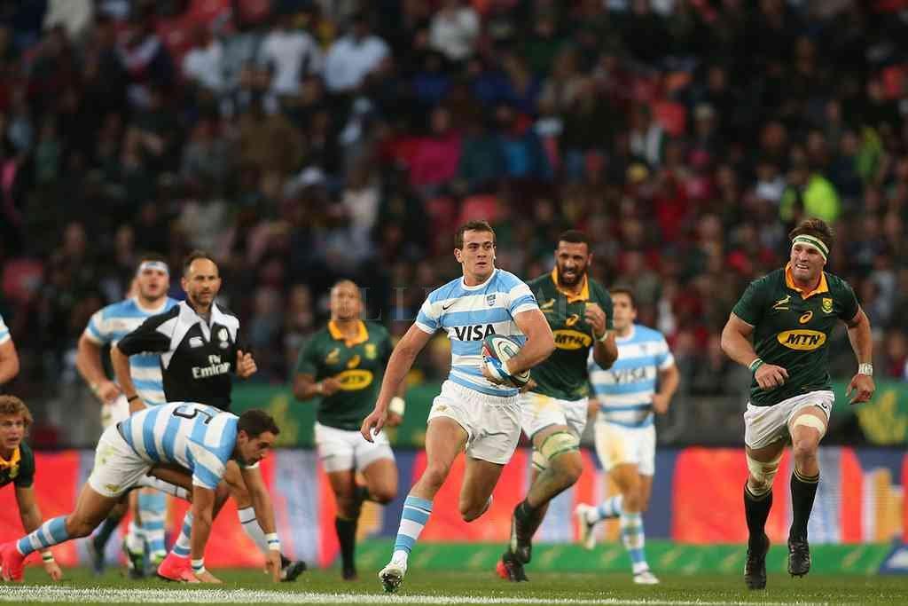 Emiliano Boffelli encabeza un ataque de Los Pumas, en un partido ante los Boks, disputado en Port Elizabeth, en el marco del Rugby Championship. Este año, no volverán a medirse. Crédito: Archivo