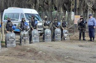 Desalojaron la toma de El Foyel: manifestantes agredieron a la gobernadora de Río Negro
