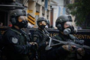 El gobierno creó un programa para revisar en qué casos y cómo los policías deberán usar su arma
