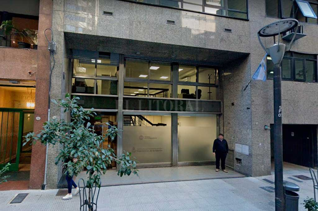 Polémica: la Oficina Anticorrupción dejará de ser querellante en causas contra ex funcionarios - La fachada del edificio donde funciona la Oficina Anticorrupción -