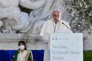 """El Papa convocó a las religiones a """"no resignarse nunca a la guerra"""""""