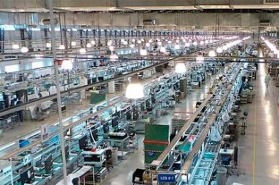Multinacional que fabrica celulares busca comprador para irse del país -