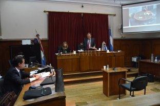 Suspendieron el juicio a Dolinsky por Covid - Los defensores Raúl Berizo (por teleconferencia) y Germán Corazza (en la sala) manifestaron que presentan síntomas compatibles con Covid-19. -