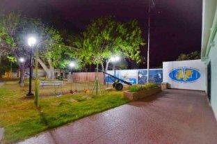 La plaza Alfonsina Storni luce su renovada iluminación