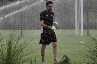 Domínguez aceptó jugar contra Newell