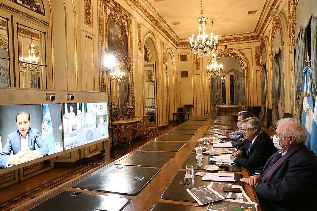 El presidente Alberto Fernández mantuvo este jueves una reunión virtual desde la Casa Rosada con los gobernadores para analizar la situación epidemiológica en las provincias por la pandemia de coronavirus Crédito: Presidencia de la Nación