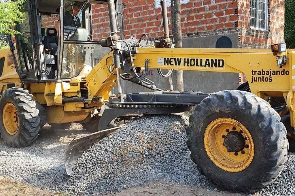 Los trabajos de enripiado se realizan en 16 cuadras del barrio del sur de la ciudad. Se hacen con mano de obra municipal y una inversión de $ 1,3 millones en material.    Crédito: Gentileza