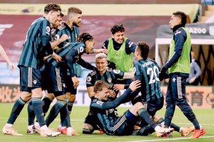 El Leeds de Bielsa goleó a Aston Villa de visitante y le sacó el invicto