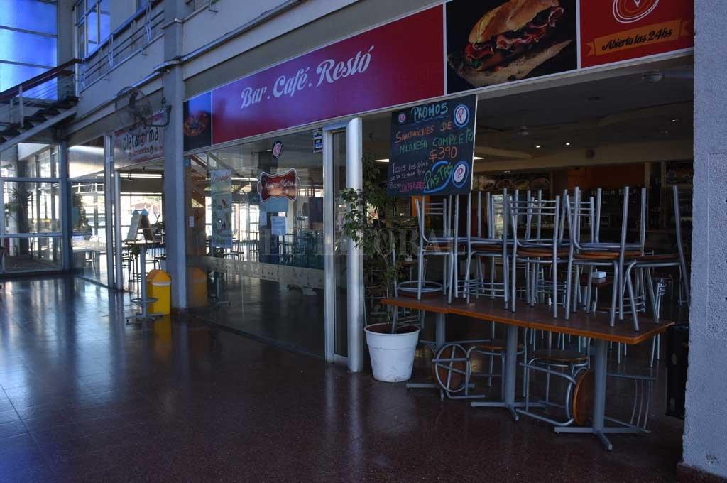 El bar de la terminal, cerrado por la cuarentena. Crédito: Guillermo Di Salvatore