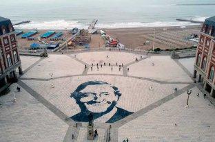 Polémica por una pintura de Néstor Kirchner en la Rambla de Mar del Plata -  -