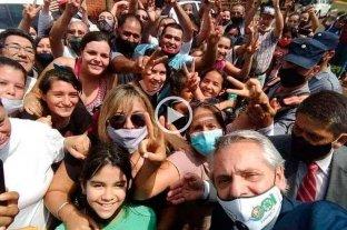 Fernández extendió la cuarentena y tuvo su selfie con militantes -
