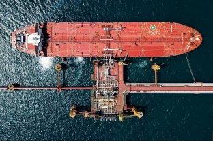 Desaparecen tres tripulantes tras la explosión en un petrolero ruso