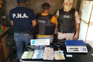 Golpe al tráfico de drogas: Prefectura secuestró marihuana, autos y dinero  -  -