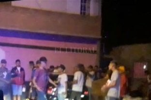 Una fiesta clandestina terminó con piedrazos hacia la policía -  -