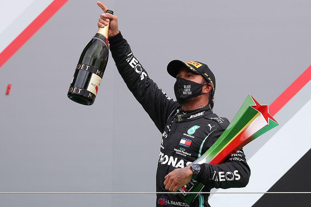 El festejo de Hamilton luego de haber ganado el Gran Premio de Portugal. Crédito: AFP