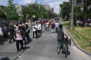 Largas filas y estrictas medidas sanitarias marcan el histórico plebiscito en Chile