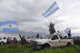 Nuevo banderazo frente al campo de los Etchevehere -  -