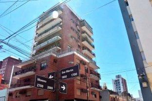 Madre e hijo mantienen violento conflicto en edificio residencial