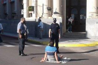 Corrientes: un hombre amenazó con prenderse fuego en la vía pública