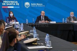 Se presentó la Unidad Operativa del Ministerio de Seguridad de la Nación que funcionará en la provincia - Frederic, Perotti y Sain durante la presentación realizada en Santa Fe. -