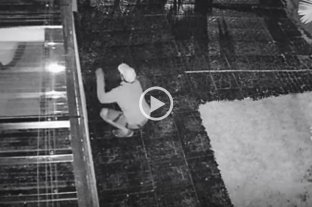 Video: dos delincuentes quedaron filmados mientras intentaban ingresar a una vivienda en Siete Jefes -