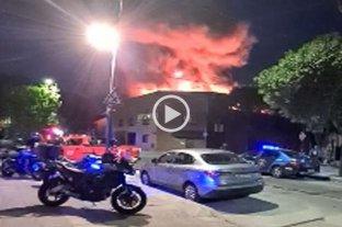 Voraz incendio en un salón de fiestas de Parque Chacabuco