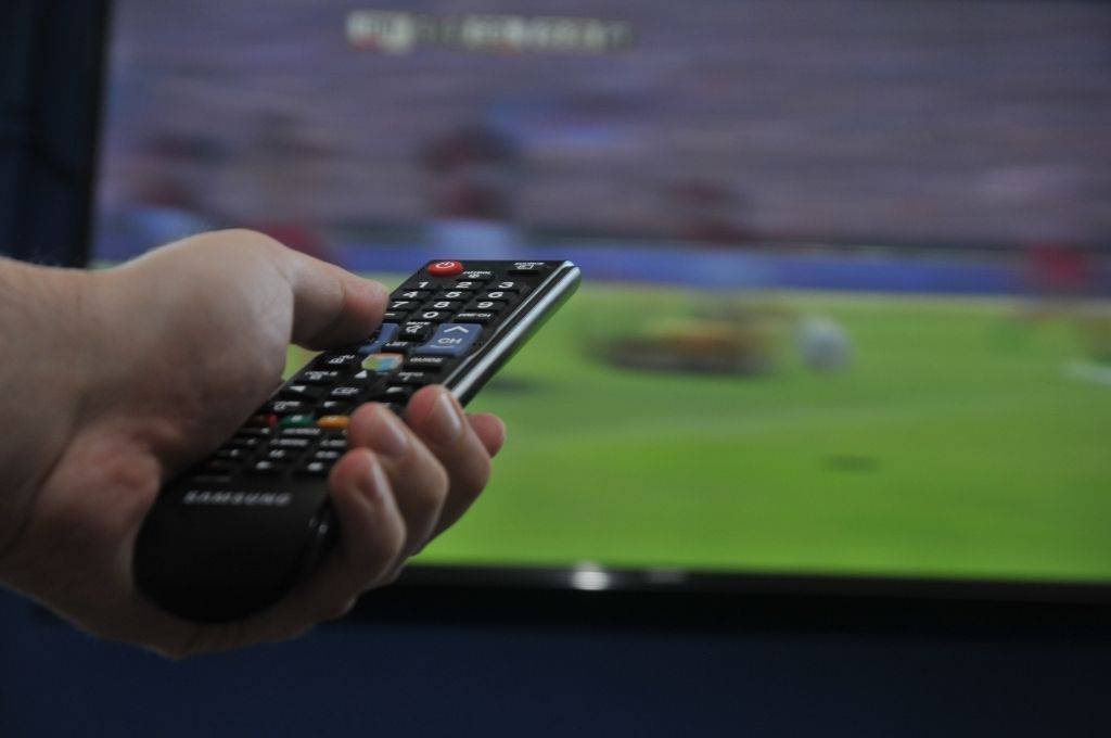 Tiene el control. La AFA rompió oficialmente el contrato con Fox Sports y TNT se quedará con los derechos para televisar los partidos de la Liga Profesional de Fútbol. Crédito: Mauricio Garín