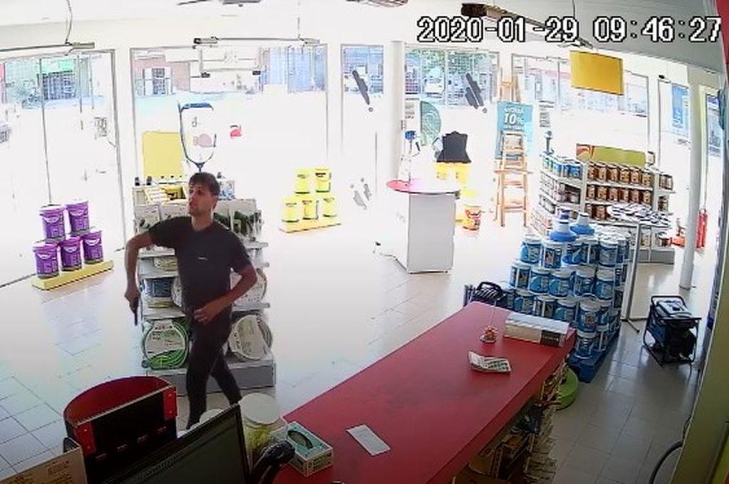 Las publicaciones de imágenes y videos en El Litoral.com contribuyeron a que una persona lo reconociera y aportara su identidad a las autoridades. Crédito: Captura de video