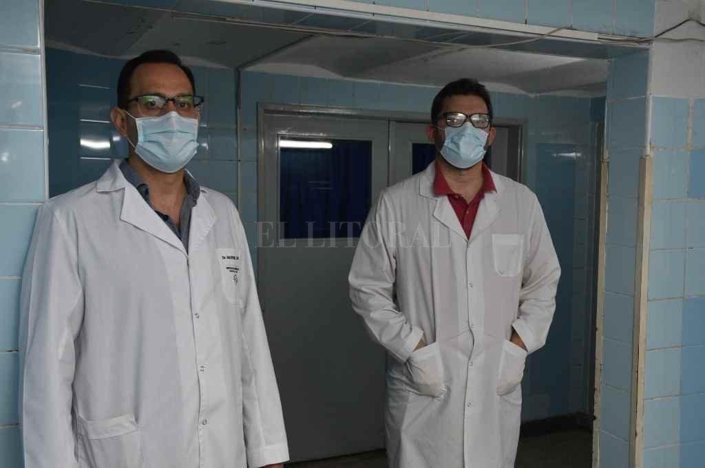 Carlos Martínez y Abel Galindo, jefe y subjefe, respectivamente, del Servicio de Neurología del Hospital José María Cullen. Ambos integran la Asociación de Neurología de Santa Fe (Galindo como presidente y Martínez en el área académica).    Crédito: Flavio Raina