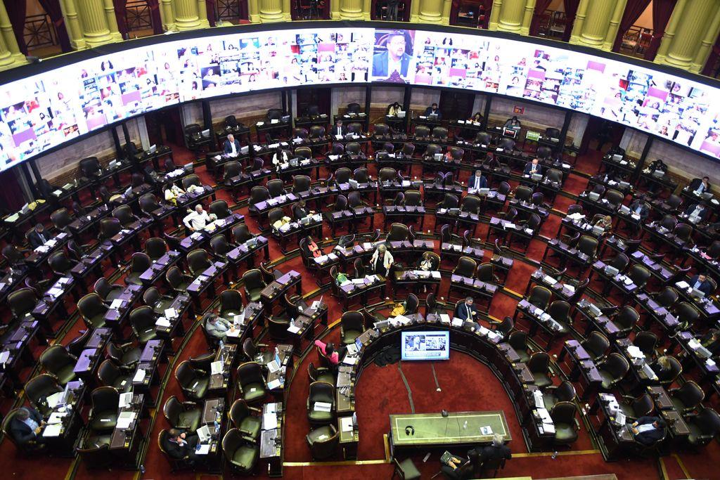 La Cámara de Diputados le dio media sanción al Presupuesto 2021 -  -