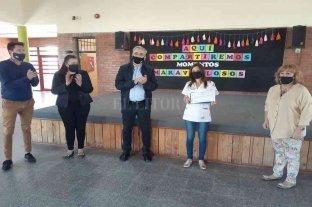 Calvo y Cristiani recorren escuelas de la región y entregan aportes en el marco del Covid-19
