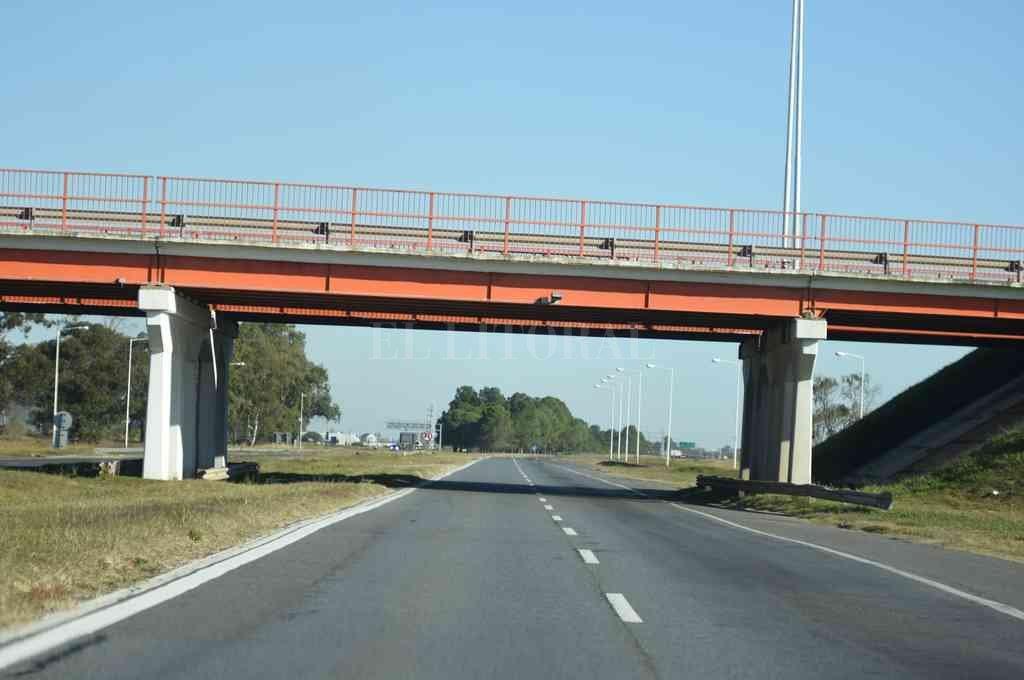 """Autopista: Perotti propone para administrarla un """"ente estatal"""" - Con esta figura se propone reemplazar la Unidad Ejecutora dependiente de Vialidad, que la actual gestión había creado de manera transitoria para explotar el corredor. -"""