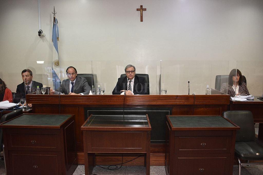 El testigo se explayó ante el tribunal de juicio integrado por los jueces Luciano Lauría, José María Escobar Cello -presidente– y María Ivón Vella. Crédito: Flavio Raina
