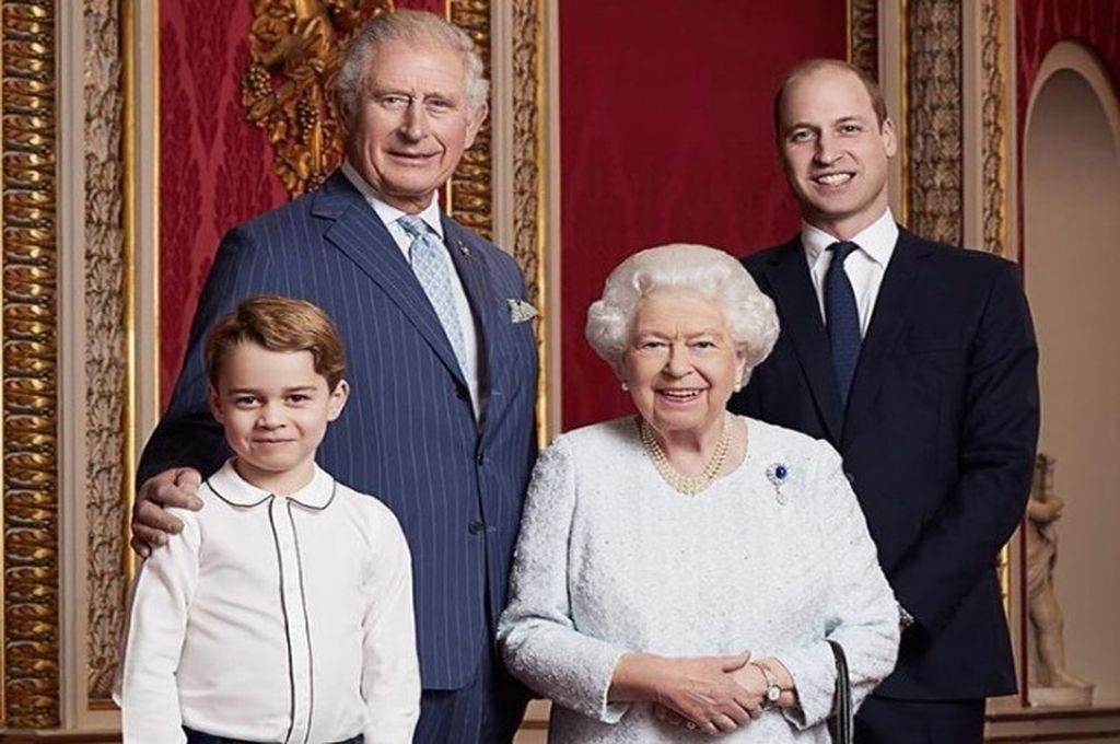 Isabel II y sus herederos: Carlos, Guillermo y Jorge Crédito: Buckingham Palace
