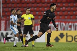 Con un polémico penal, Independiente sacó una mínima ventaja ante Atlético de Tucumán